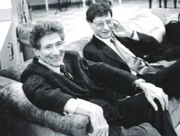 ادوارد سعيد والشاعر محمود درويش في صورة نادرة لهما.
