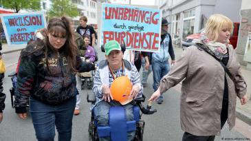 في ألمانيا: احتجاج على التمييز في حق ذوي الإعاقات والاحتياجات الخاصة.