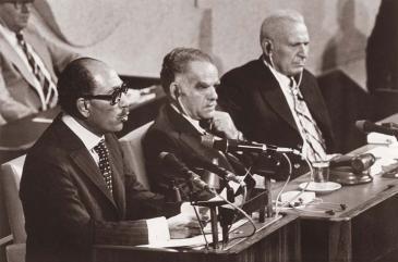 """في تاريخ 20 / 11 / 1977 ألقى الرئيس المصري أنور السادات كلمة أمام الكنسيت """"البرلمان الإسرائيلي"""".  Fotot: Wikimedia Commons"""
