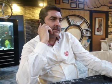 علاء علوان مؤسس مقهى ثقافي في بغداد العراق. الصورة: ملهم الملائكة Alaa Ridha Alwan owner of the cafe
