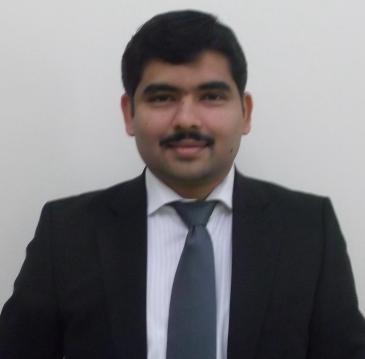 """محمد وافي صحفي وكاتب مقيم في مسقط، عُمان. وهو مؤلف كتاب: """"كتاب الحِكَم"""".  (photo: private)"""