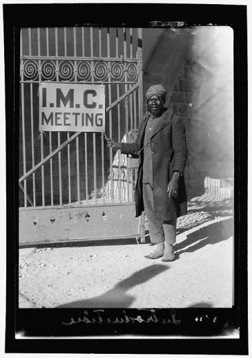 حارس في مستشفى أوغست فيكتوريا - فلسطين 1928. Foto: © Library of Congress