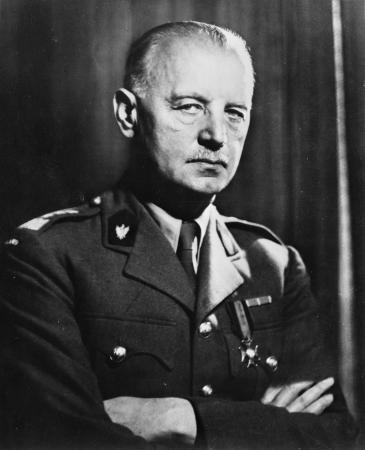 فلاديسلاف أوجينيوش شيكورسكي [فلاديسلاف أوغينيوز سيكورسكي] رئيس وزراء حكومة المنفى البولنديّة (من عام 1939 إلى عام 1943).  Foto: Wikipedia/Collection of the Office of War Information