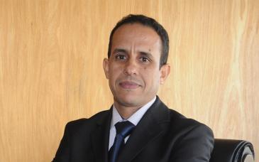 المحلل السياسي المغربي على انوزلا. الصورة خاص