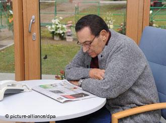 مبارك أثناء فترة نقاهة في هايدلبرج الألمانية في 2010