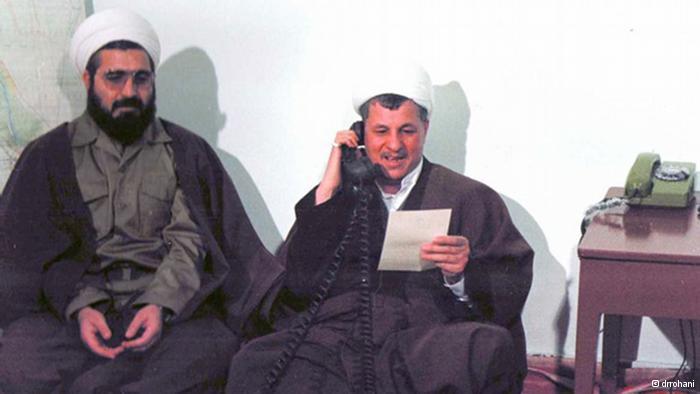 الرئيس الإيراني الأسبق أكبر هاشمي رفسنجاني بمعية القائد العام للقوات المسلحة الإيرانية آنذاك والرئيس الحالي لإيران حسن روحاني أثناء الحرب العراقية الإيرانية.