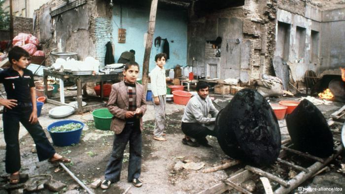 نظام صدام حسين قتل ورحّل ألاف الكرد الفيلية إلى إيران متهما إياهم بتبعيتهم الإيرانية