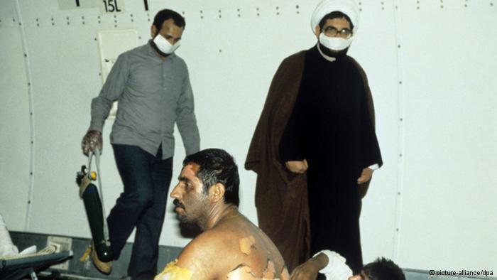 جنود إيرانيون تعرضوا لقصف عراقي بالأسلحة الكيماوية أثناء الحرب وأرسلوا للعلاج إلى ألمانيا في سنة 1985.