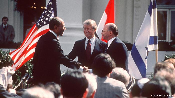 أول اتفاقية بين إسرائيل وبلد عربي