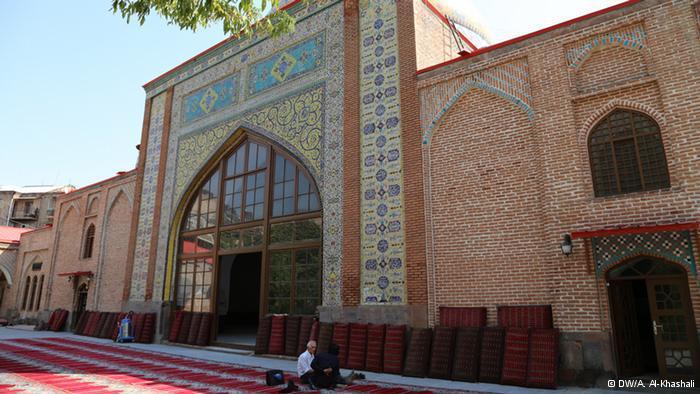 المسجد الأزرق:  بني بأمر من نادر شاه عام 1736م. ( الملك الصفوي) وتم تحويله في الفترة السوفيتية إلى متحف للمدينة. وبعد سقوط الأتحاد السوفيتي ، تكفلت إيران بتكاليف أعادة ترميمه.