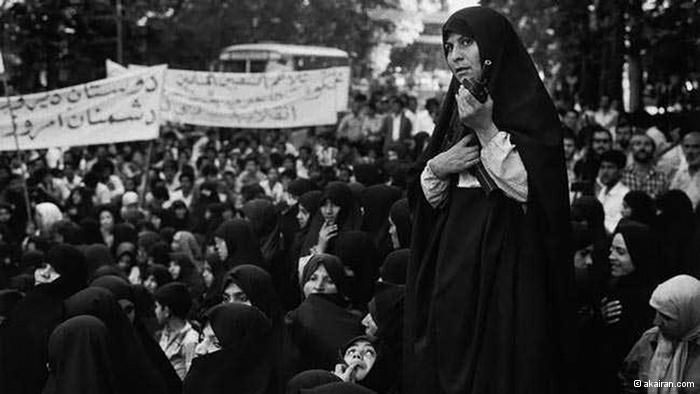 إسقاط نظام الملكية في ايران