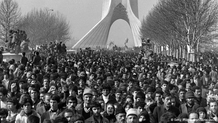 الملايين في انتظار الخميني في طهران قبل 40 عاما