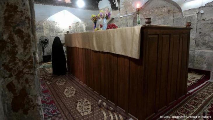 مرقد النبي حزقيال أو ذو الكفل في منطقة الكفل بالعراق