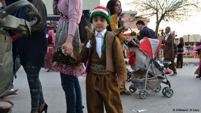 طاقية من لون علم كردستان