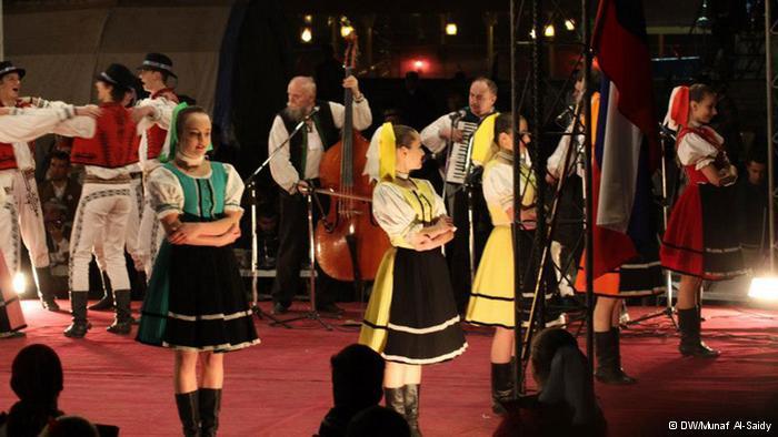 فرق شعبية أوروبية شاركت الكرد في احتفالهم.