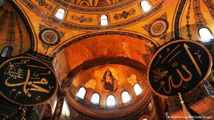 الإسلام والمسيحية على قدم المساواة