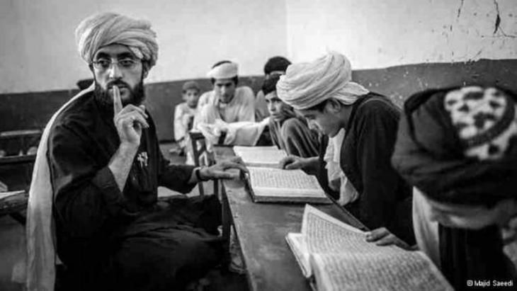 أعلى درجات التركيز والهدوء التام أثناء درس القرآن الكريم