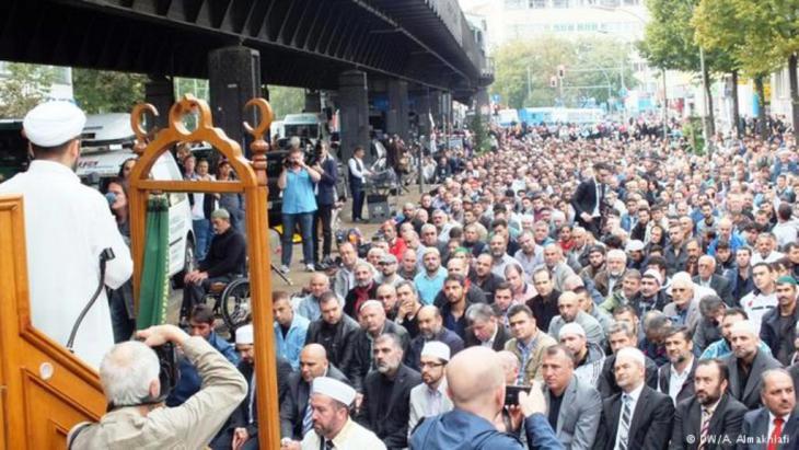 اعتداءات..منها حرق للمساجد  Photo: Ali Almakhlafi