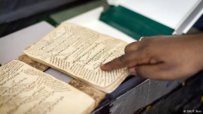 مخطوطات مدينة تمبكتو المالية، التي كانت تشكل مركزا إفريقيا للدراسات الإسلامية، تحوز على قيمة تاريخية لا تقدر بثمن، فهي توثق نتائج أبحاث إسلامية لقرون.