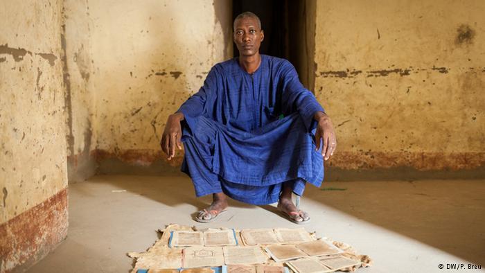 بعض المكتبات الخاصة، التي لا يتجاوز مخزونها بعض صفحات المخطوطات، مازالت قائمة. أحد سكان تمبكتو يظهر وبكل فخر واعتزاز بعض صفحات مخطوطات ورثها عن جدها.