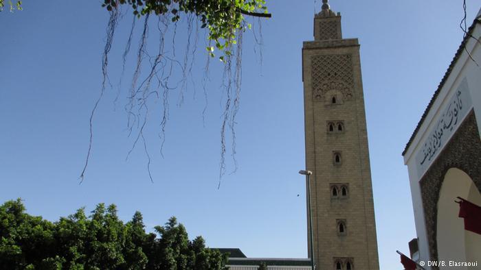"""يعاقب القانون المغربي بالسجن من 6 أشهر إلى 3 سنوات كل من يُدان بتهمة """"زعزعة عقيدة مسلم أو تحويله إلى ديانة أخرى""""."""
