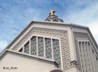 بالرغم من مظاهر التعايش فإن السلطات المغربية تقوم من وقت لآخر بمنع المبشرين من القيام بأنشطتهم