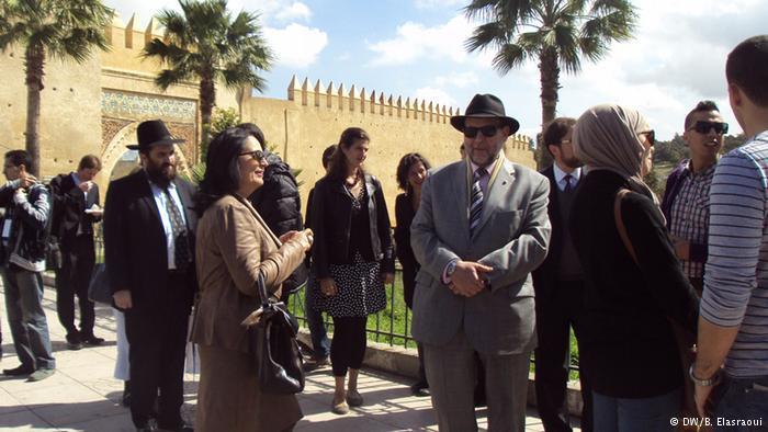 يهود مغاربة في زيارة لبعض المآثر التاريخية اليهودية بمدينة فاس