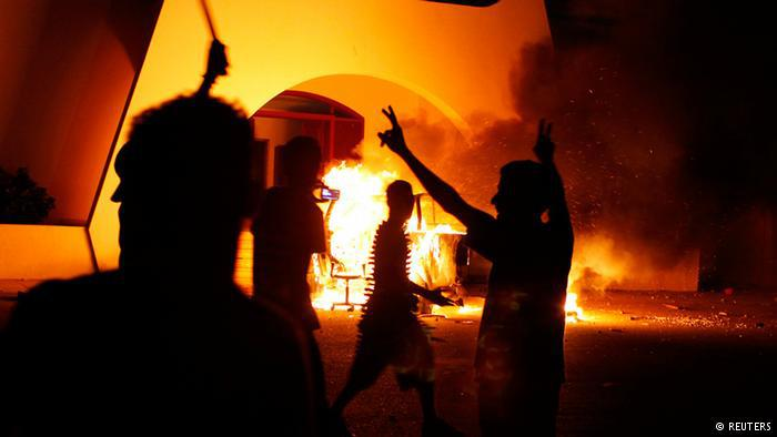 """عام 2012، تسبب مقطع من فيلم """"براءة المسلمين"""" يسخر من النبي محمد في موجة احتجاجات دموية (مثلا في ليبيا) وأمرت محكمة أمريكية بحذف المقطع من يوتيوب."""
