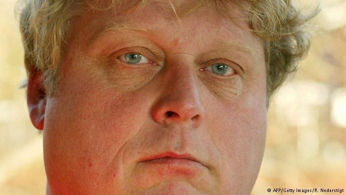 عام 2004، قُتِل مخرج الأفلام الهولندي ثيو فان جوخ في أحد شوارع أمستردام على يد هولندي مغربي الأصل بسبب أعمال جوخ الفنية التي اعتبرها معادية للإسلام.