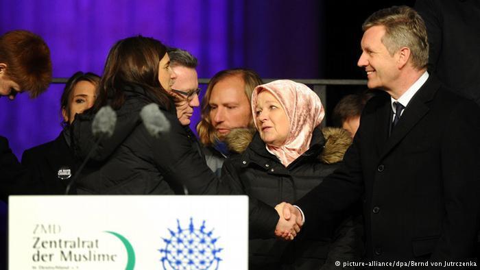 """كما كان الرئيس الألماني الأسبق كريستيان فولف من بين الحضور، وهو الذي كان أول من قال تلك العبارة الشهيرة: """"الإسلام جزء من ألمانيا""""، في عام 2010 عندما كان رئيساً للبلاد."""