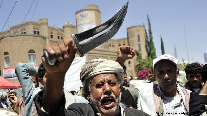 باعتلاء مقاتلي جماعة الحوثي أسطح المباني المحيطة بمنزل الرئيس السابق عبد ربه منصور هادي وقتل حراسه ووضعه رهن الإقامة الجبرية، خلق الحوثيون واقعا جديدا غيّر المعادلة السياسية والأمنية في اليمن.