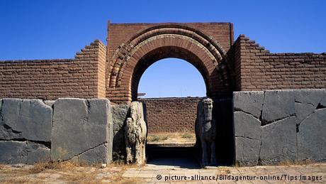 """قالت الحكومة العراقية إن مقاتلي """"داعش"""" نهبوا النمرود ودمروها بالجرافات. وكانت المدينة عاصمة للدولة الآشورية الحديثة في القرن الـ 9 قبل الميلاد."""