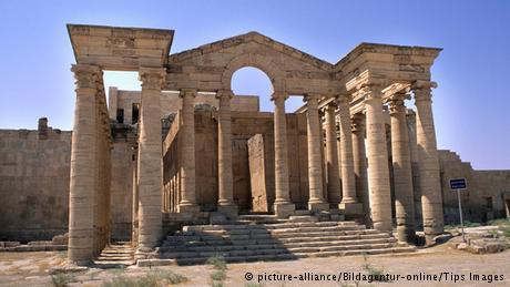 نشأت مملكة الحضر في القرن الثاني الميلادي ودامت حوالي مائة عام. واشتهرت بهندستها المعمارية وفنونها وصناعاتها، كما كان بها نقوش منحوته وتماثيل.