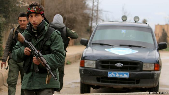 """مسيحيو سوريا هم الضحية الجديدة لإرهاب تنظيم """"داعش""""، وقد شكلوا وحدات لحماية قراهم بعد خطف العشرات منهم في شمال شرق سوريا."""