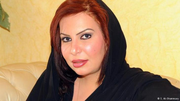 """للنساء حظهن أيضا من القمع، وقد أطلق سراح الكاتبة الليبرالية السعودية سعاد الشمري، بعد سجنها لمدة أربعة أشهر بتهمة """"تأليب الرأي العام على القيام بأمور مخالفة للقانون في السعودية""""."""