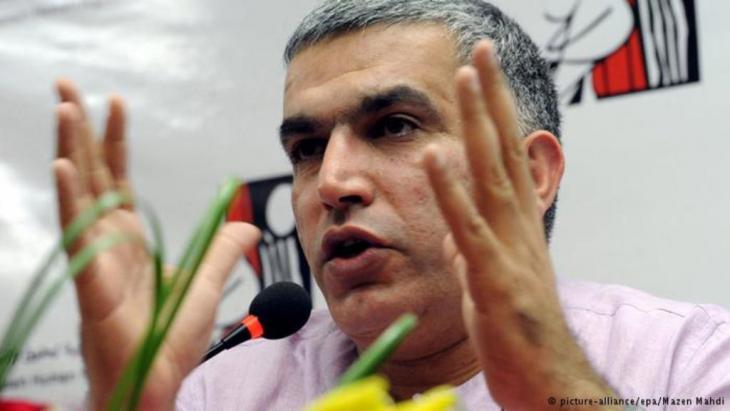 """نبيل رجب الناشط البحريني الشيعي حكم عليه بالسجن ستة أشهر نافذة بتهمة """"إهانة مؤسسة عامة وإهانة الجيش"""" بسبب تغريدات له على موقع تويتر."""