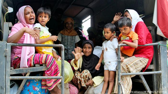 حسب جميعة الشعوب المهددة، فقد تم اختطاف حوالي 80 ألف روهينغي في عام 2014، ويتم استغلالهم كعبيد في الزراعة والصناعة والصيد، كما يتعرضون للتعذيب وتبتزّ عائلاتهم.