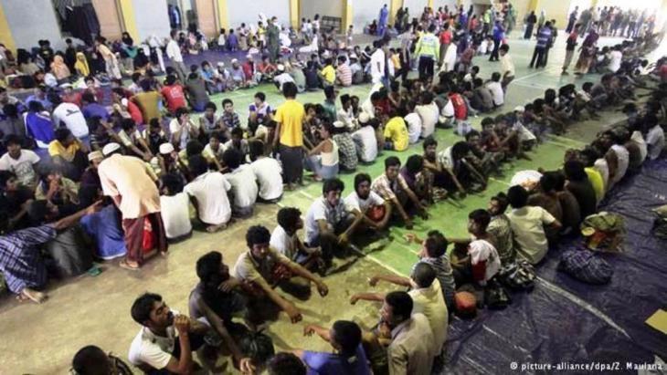 في الأشهر الثلاثة الأولى من عام 2015 فقط، حاول 25 ألف روهينغي الوصول عبر القوارب إلى ماليزيا أو إندونيسيا، حسب وكالة الأمم المتحدة للاجئين.