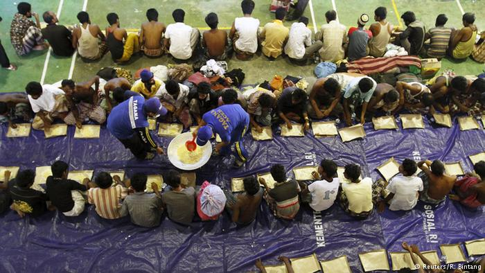 لم تكن السلطات الإندونيسية مهيأة لمثل هذا الاندفاع الكبير لللاجئين، لكنها قدمت ملاجئ مؤقتة ومواد غذائية، فيما تم نقل البعض إلى المستشفيات لتلقي العلاج.