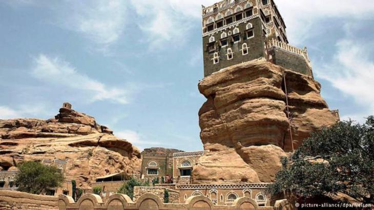 دار الحجر: بني في أواخر القرن الـ18 الميلادي