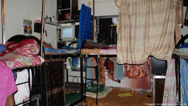 غرفة لعمال أجانب في قطر