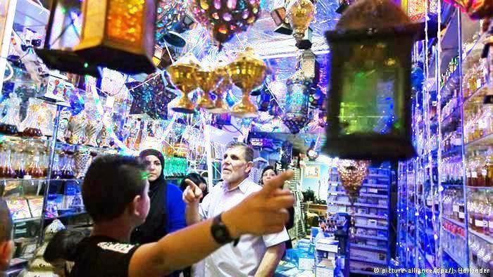 أسواق مدينة القدس القديمة مليئة بالفوانيس الرمضانية التي يحرص المسلمون على اقتنائها في شهر رمضان.