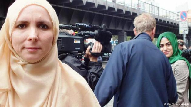 """عند 2000 مسجد بألمانيا تجمعت حشود المسلمين بعد صلاة الجمعة بتاريخ 19 / 09 / 2014 تحت شعار """"المسلمون يقفون ضد الكراهية والظلم"""""""