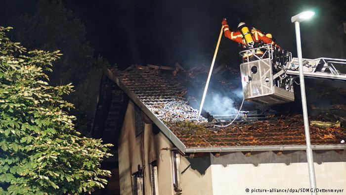 بعض المتطرفين اليمينيين الألمان أصبحوا يعمدون بدل الاحتجاج إلى إضرام النيران في البنايات والمقرات التي من شأنها أن تأوي اللاجئين