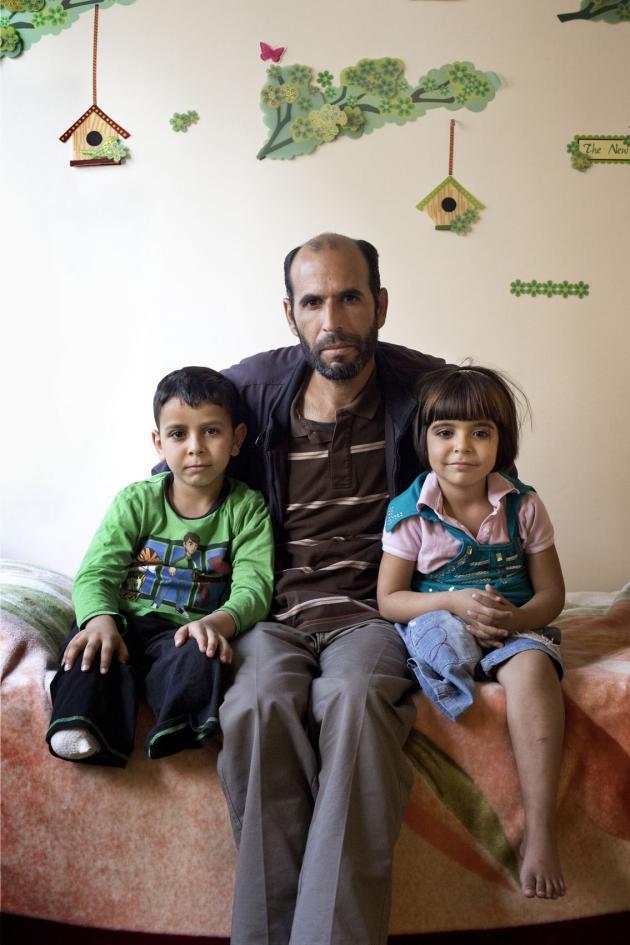 عيد، عمره ثمانية أعوام. ومحمد، عمره 40 عاما. ويمنى عمرها ست سنوات. حقوق الصورة: كاي فيدنهوفر