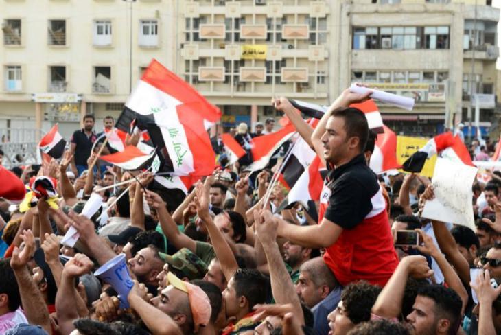 في الجمعة الثانية من التظاهرات، هاجمت مجاميع غامضة بعض المتظاهرين الليبراليين واليساريين في بغداد، فجرح بعض المتظاهرين، كما أطلقت شرطة البصرة النار على بعض المتظاهرين فقتلت احدهم واصابت آخرين. لكن المشهد العام بقي هادئا والتظاهرات بقيت ملتزمة بصفتها السلمية.