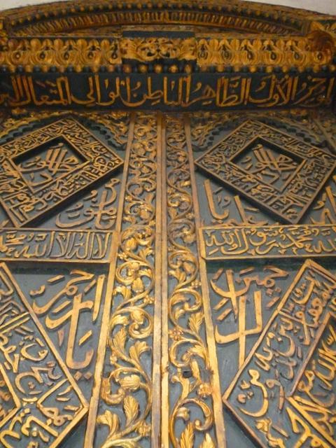 """بوابة في قصر """"بيت العجائب"""" - العمارة الإسلامية ... زنجبار موطن للتنوع والتسامح الدينيArian Faribors"""