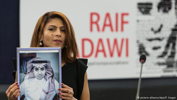 في بلدان أخرى تعاني حرية الصحافة من التضييق رغم الاستقرار كما هو الحال في بلدان الخليج كالكويت (المرتبة 103)، والبحرين (162)، وقطر (117)، والسعودية (165).