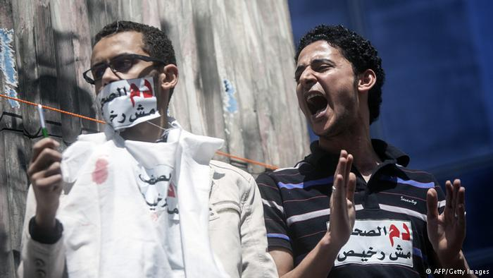 """تقبع مصر في المركز 159 ووصفها التقرير السنوي كـ""""واحدة من أكبر السجون بالنسبة للصحفيين على الصعيد العالمي، حيث لا يزال أكثر من 20 إعلامياً قيد الاعتقال بذرائع زائفة""""."""