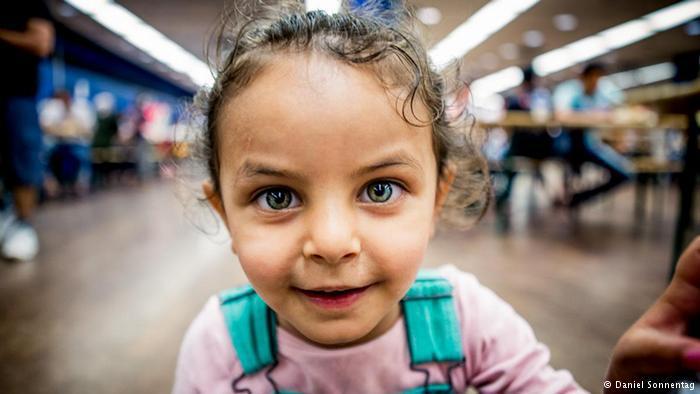 صور مؤثرة للاجئين من سوريا والعراق في ألمانيا